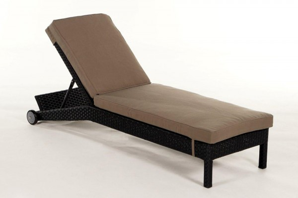 Adria Rattan Liegestuhl schwarz Überzug sandbraun
